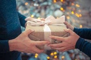 Casquette cadeaux offrir à vos salariés pendant un team-building